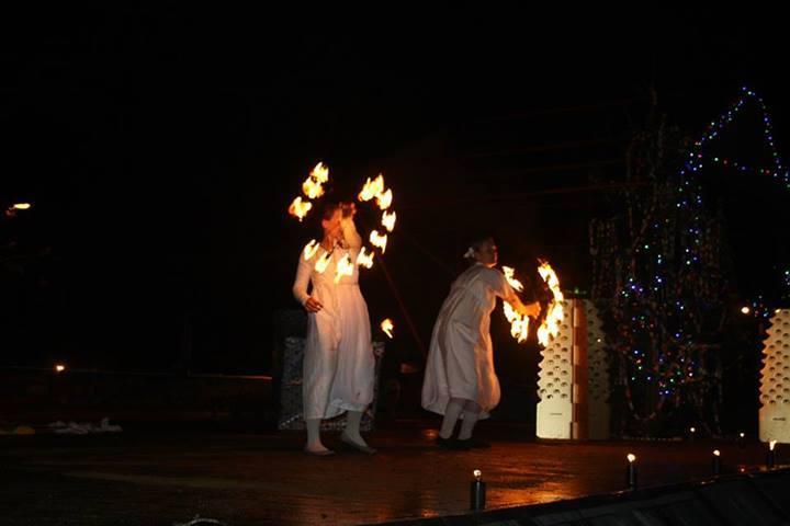 Taniec z ogniem na Boże Narodzenie