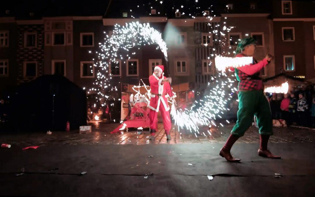 Pokaz ognia na Jarmak Bożonarodzeniowy